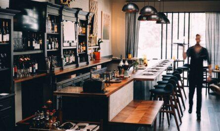 Otevření restaurace v moderním stylu předcházelo složité papírování.